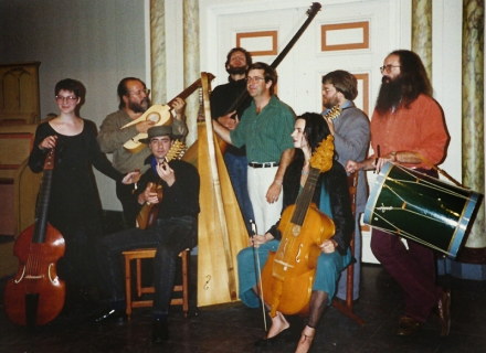 Pat O'Brien, ALK & other founder-members of The Harp Consort, at the recording sessions of Luz y Norte in 1994.